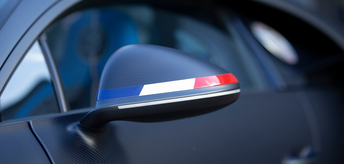 [Translate to Français:] Bugati French flag on the wing mirrors