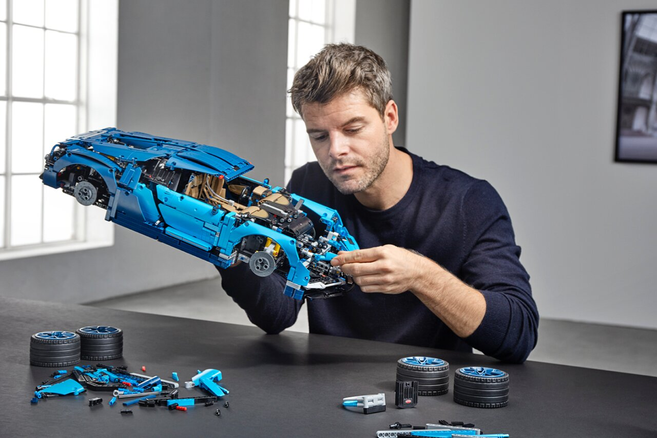 [Translate to Deutsch:] Bugatti Chiron Lego build