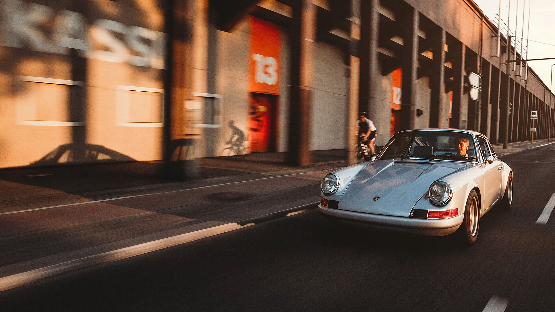 "[Translate to Français:] Grocery cruise: ""To remember what it feels like….. my private ride, 911 SC, 820 kg, as pure and minimal as it can get."""