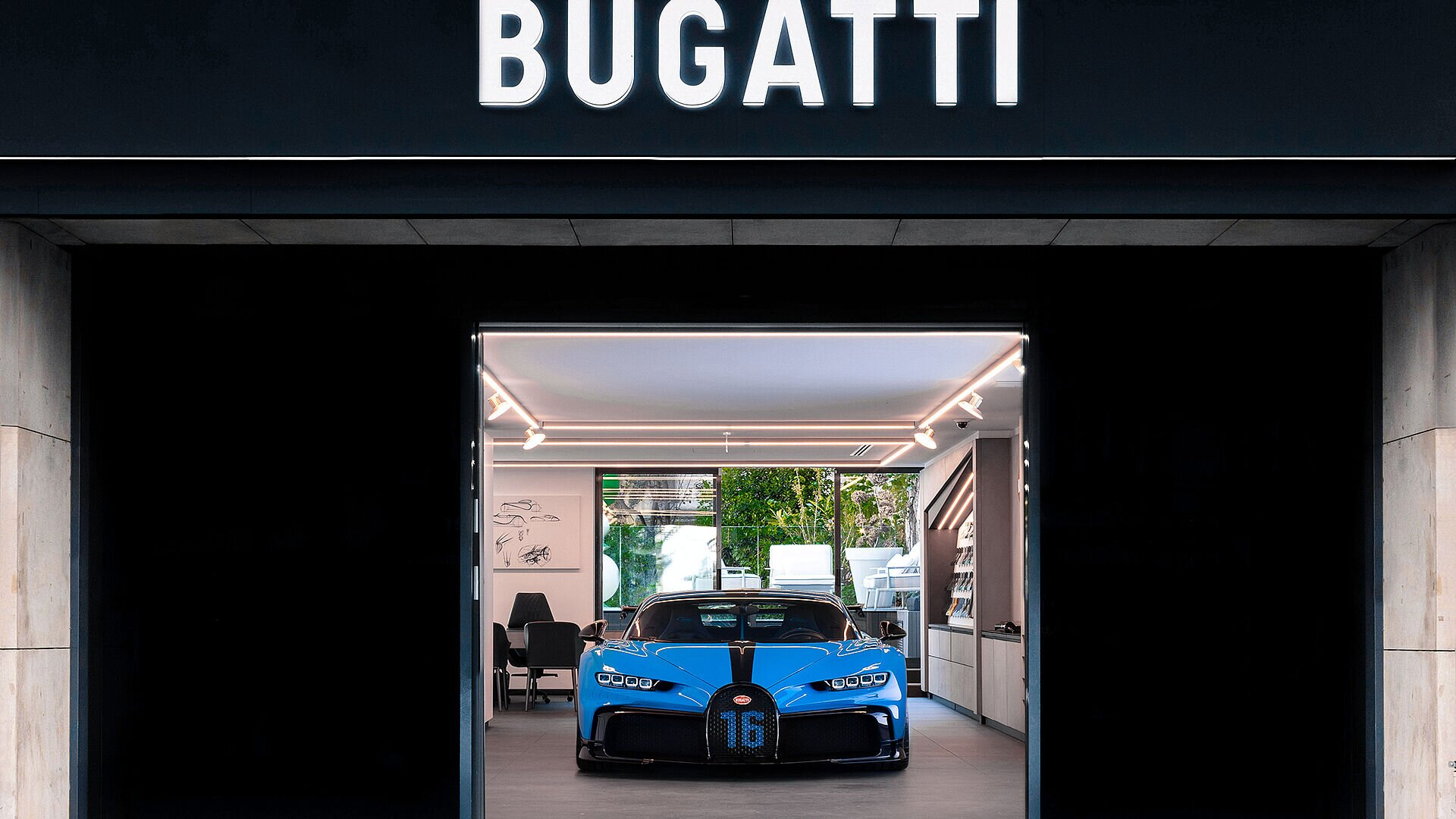 Bugatti Chiron Pur Sport on tour through the cities of Europe - Image 1